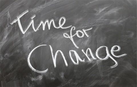 Cum îți pregătești copilul când i se schimbă educatoarea?